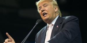 Trump firma ley que permite a personas con trastornos mentales adquirir armas