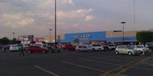 #Video Clientes golpean a guardias de seguridad de Walmart