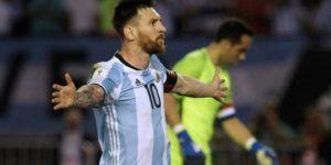 Video: Messi reclama al árbitro al terminar el encuentro Argentina-Chile