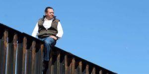 Video: diputado sube muro fronterizo en 20 segundos