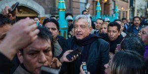 Manifestantes interrumpen discurso de AMLO en Nueva York