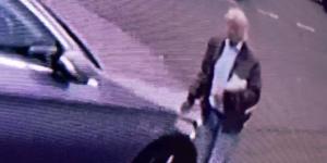 Video: hombre parecido a Trump raya un auto en Londres