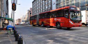 Transporte público operará con horario de día festivo este lunes