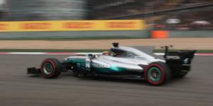 Hamilton logra tiempo récord y se queda con la pole en Shangai