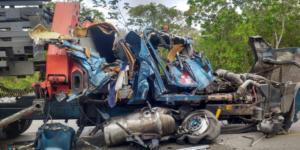 Choque entre tráiler y camión deja tres lesionados en Quintana Roo