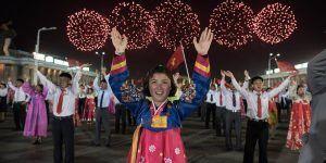 #Video miles de norcoreanos celebran el Día del Sol