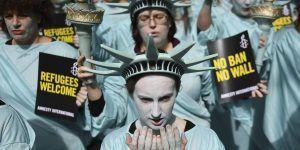 Estatuas de la Libertad protestan contra Trump en Londres