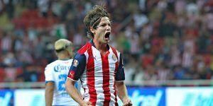 Error de Campestrini le da triunfo de último minuto a Chivas