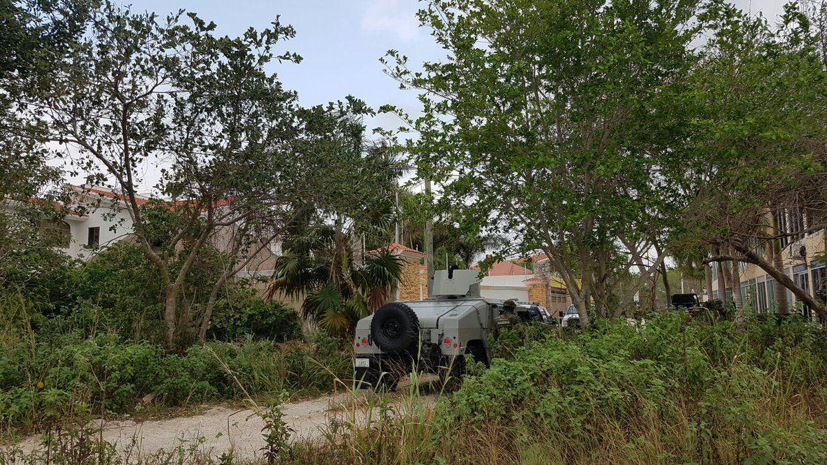 Decomisan drogas y armas durante cateo en casa de Cancún