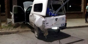 Mujer impacta su camioneta contra panteón en Coahuila