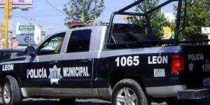 Patrulla de refuerzos se incendia durante ataque a policías en León