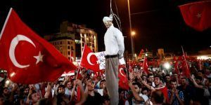 Francia advierte a Turquía por intento de restablecer pena de muerte