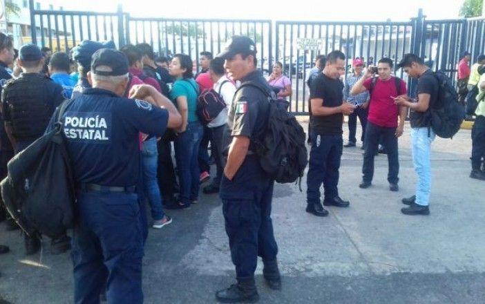 Policías de Tabasco realizan paro de labores