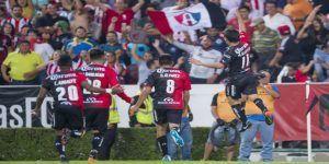 Atlas frena a Chivas