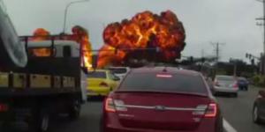 #Video Avión pequeño cae en autopista de EE.UU.