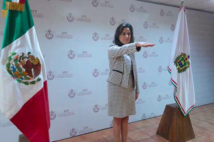 Denuncian a ex oficial mayor de la Secretaría de Educación en Veracruz