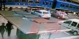 #Video Ciclista se salva de ser arrollado por tren en Argentina