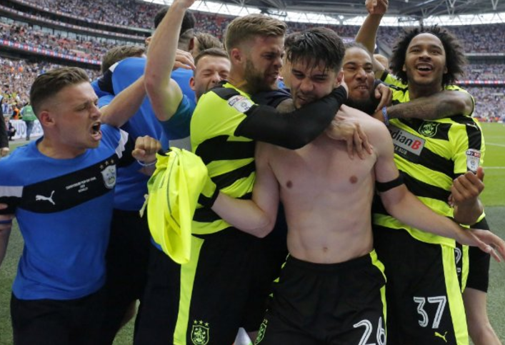 Huddersfield logró el ascenso a la Premier League después de 45 años