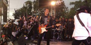 #VIDEO Juan Zepeda canta en su cierre de campaña