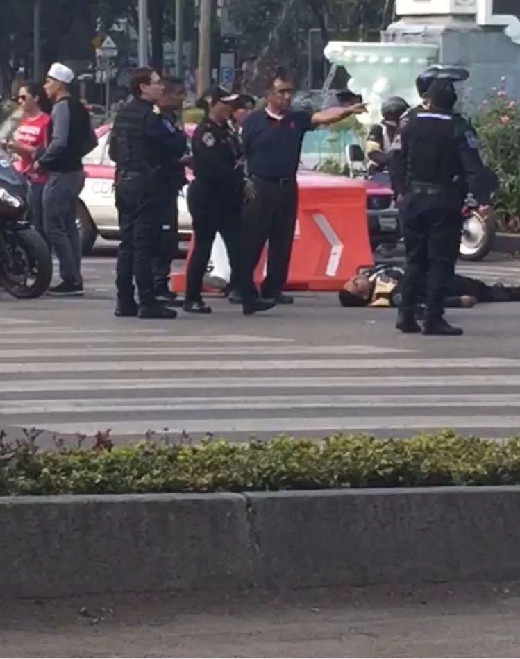 Atropella a dos policías en Reforma para evitar multa