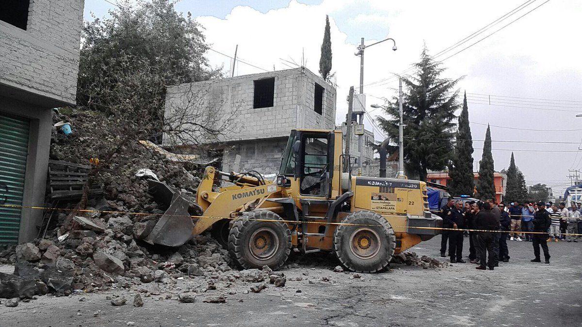 Caía de barda deja un muerto y dos heridos en Iztapalapa