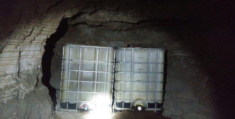 Descubren gruta convertida en almacén de combustible en Michoacán