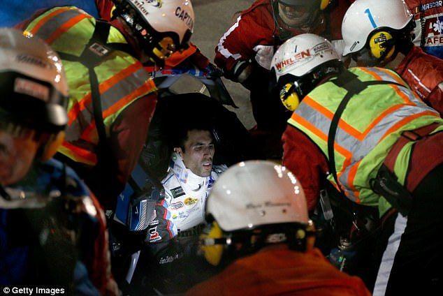 Impresionante accidente en Nascar deja un piloto con heridas graves