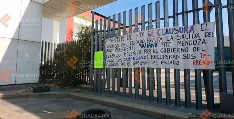 Queman llantas frente a Congreso en Oaxaca
