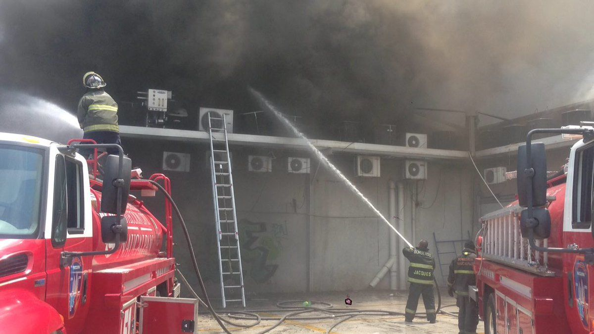 [Video] Se registra fuerte incendio en Naucalpan