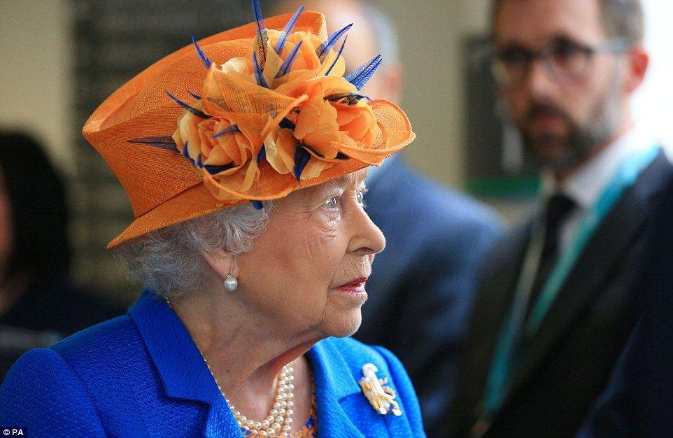 Reina Isabel expresa 'profundas condolencias' a víctimas de Manchester