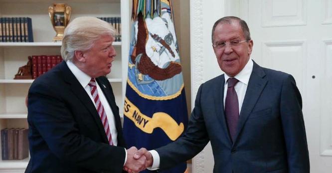 Trump habría revelado información secreta a rusos