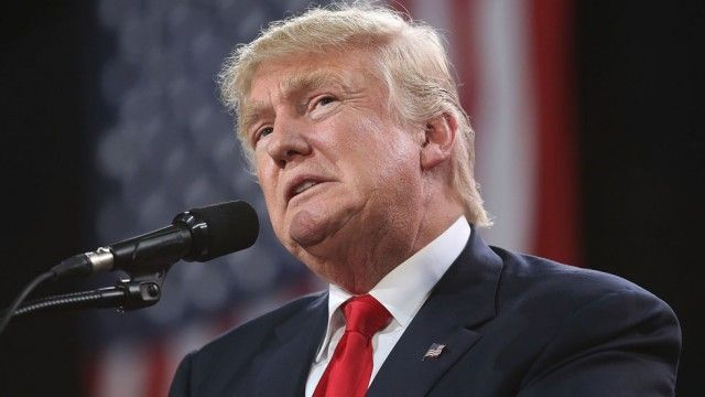 Despedir a jefe de FBI alivia presión por investigación sobre Rusia: Trump