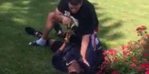 #Video Policía somete a adolescente negro por pisar su jardín