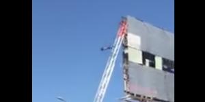 #Video Hombre se arroja de espectacular en Sonora
