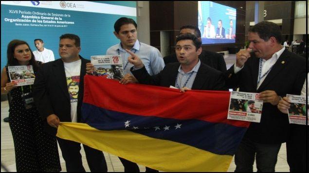 Excanciller venezolana abandona Asamblea General de OEA sin atender a medios