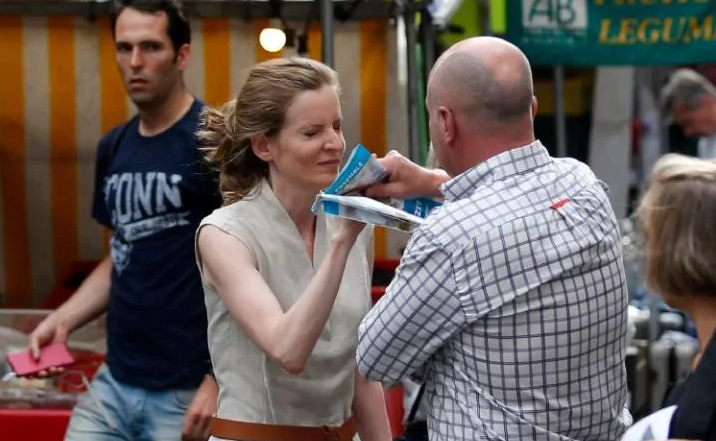 Una ex ministra francesa fue agredida en plena calle