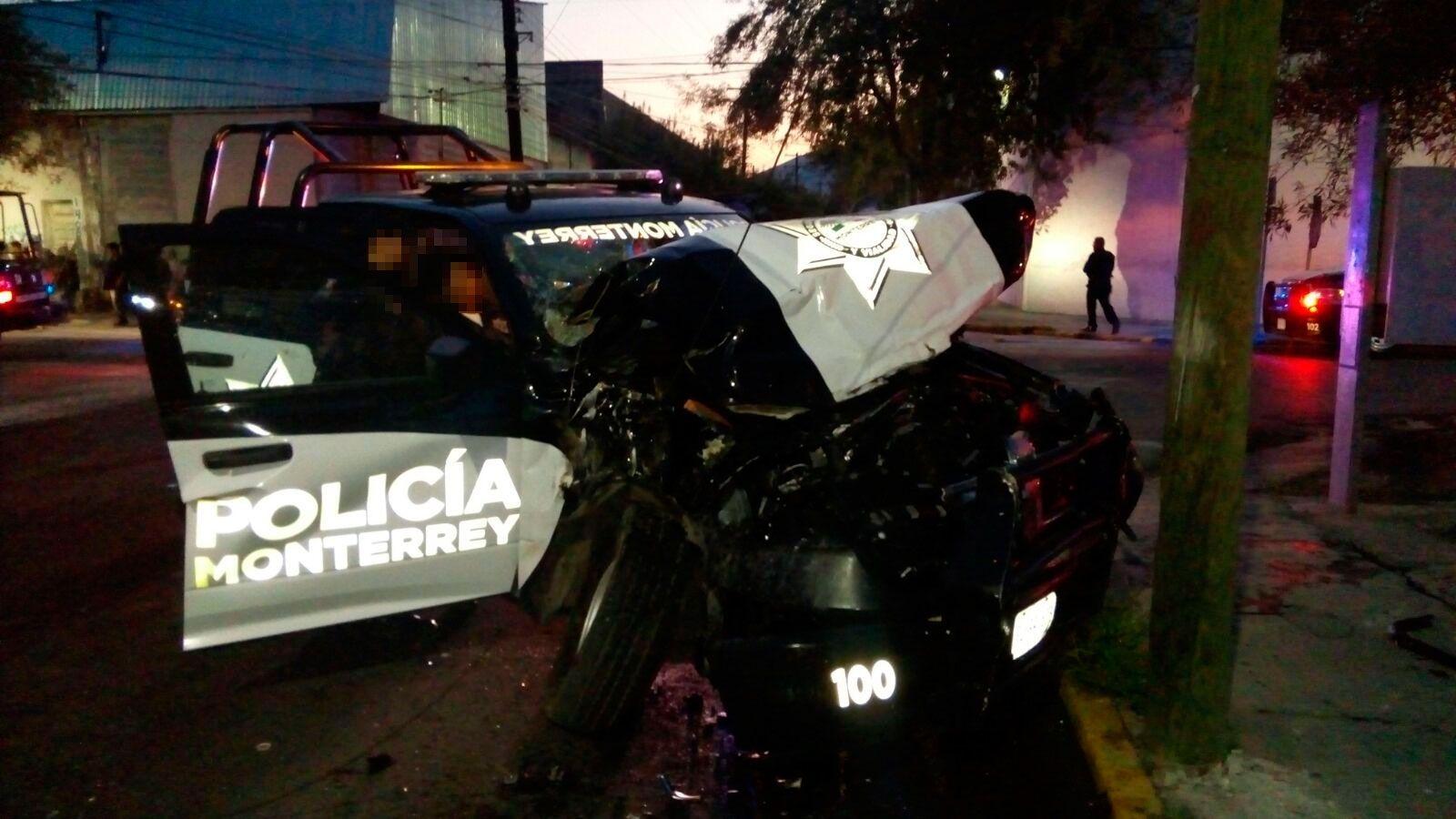 Choque entre camión urbano y patrulla deja 11 lesionados en Monterrey