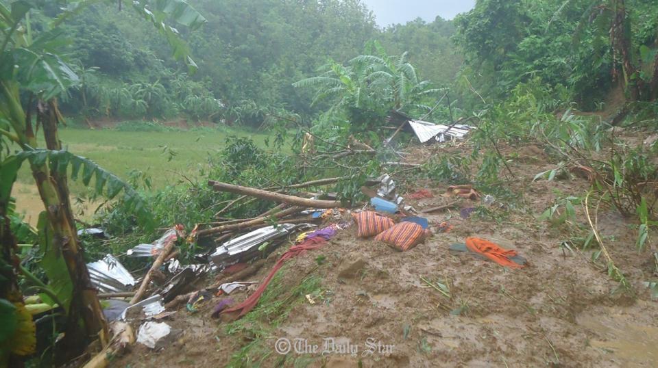 Al menos 51 muertos por avalanchas de tierra en Bangladesh