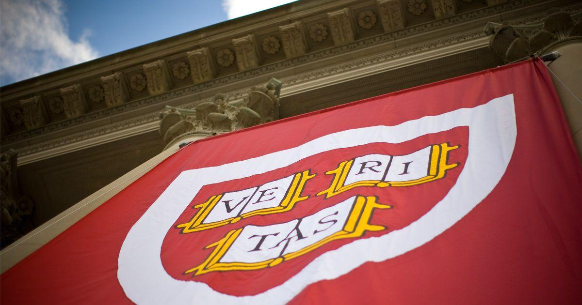 Harvard revoca 10 admisiones por chistes explícitos sobre el Holocausto