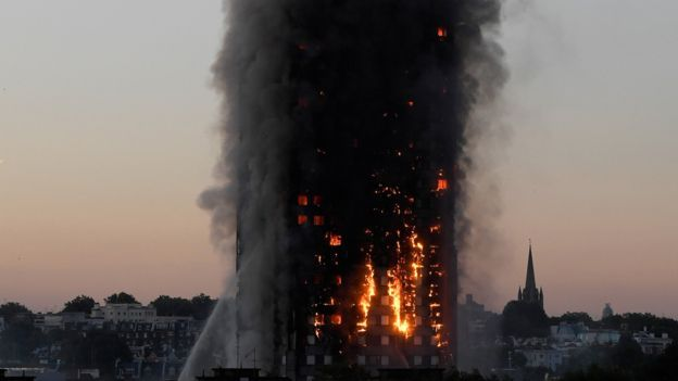 Continúa búsqueda de desaparecidos en incendio — Londres