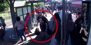 #Video Sujeto roba pertenencias de víctima de ataque en tren de Portland