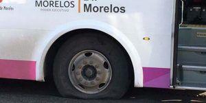 Vandalizan autobuses con personas con dispacidad a bordo en Morelos