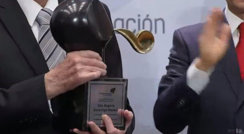 Otorgan Premio Nacional de Comunicación a Rogerio Azcárraga
