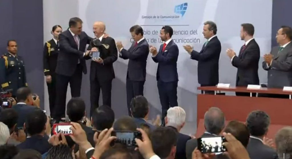 Recibe Rogerio Azcárraga Madero Premio Nacional de la Comunicación