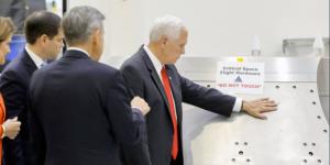 """Mike Pence se """"convierte"""" en meme en su visita a la NASA"""