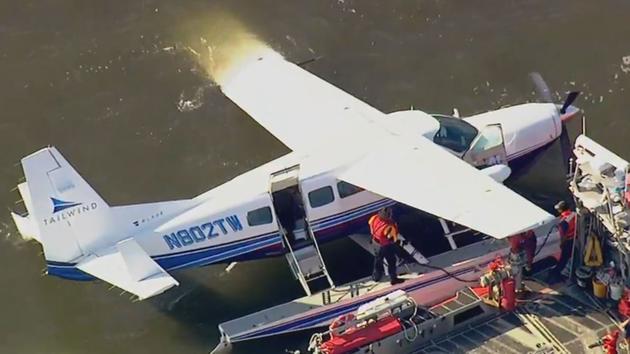 Avión aterriza en el East River de Manhattan