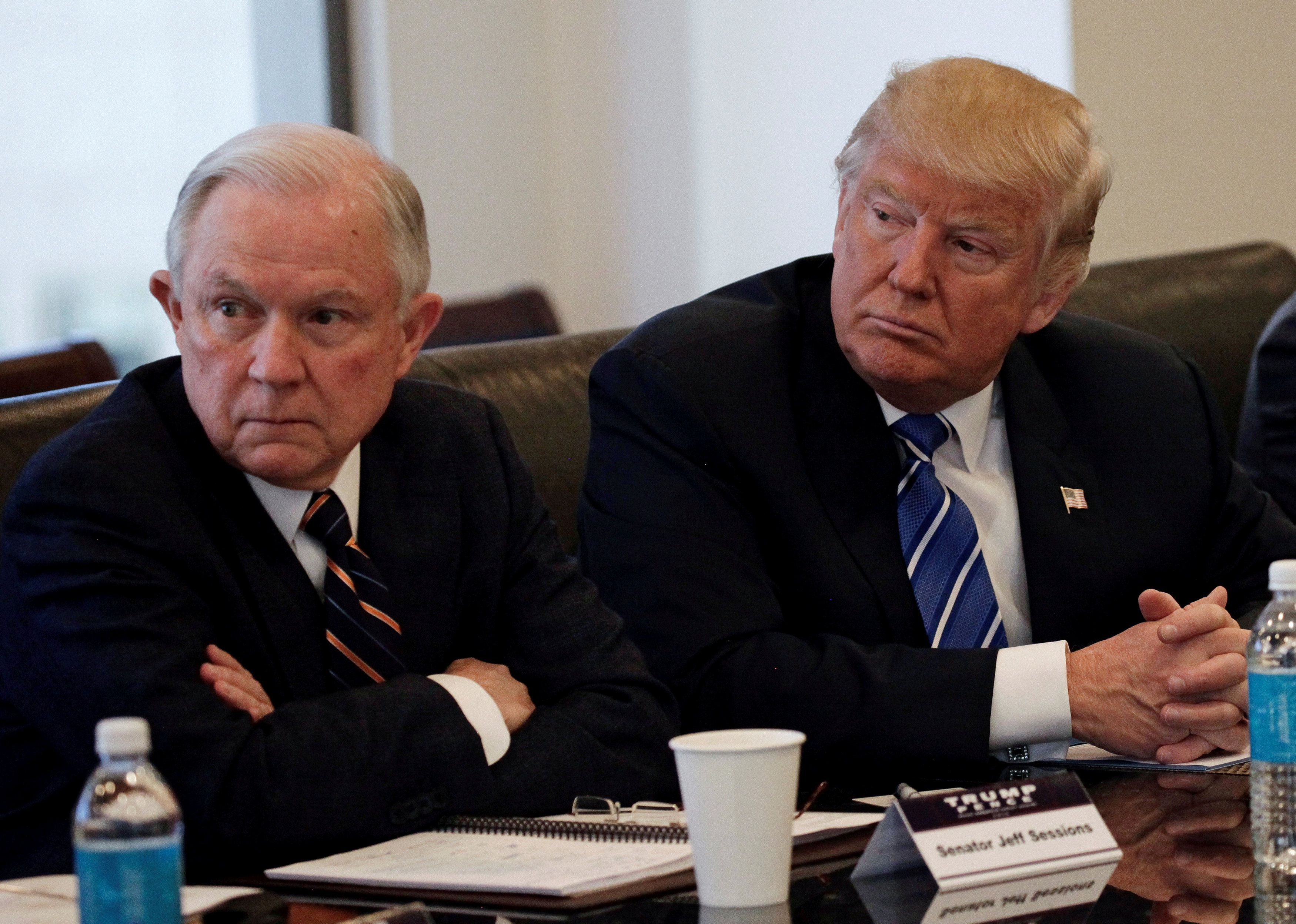 Se arrepiente Donald Trump de haber nombrado fiscal general a Jeff Sessions