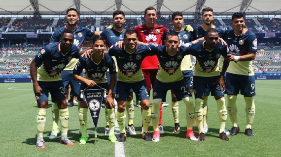 Afición 'abandona' a América y Gallos en juego de Supercopa