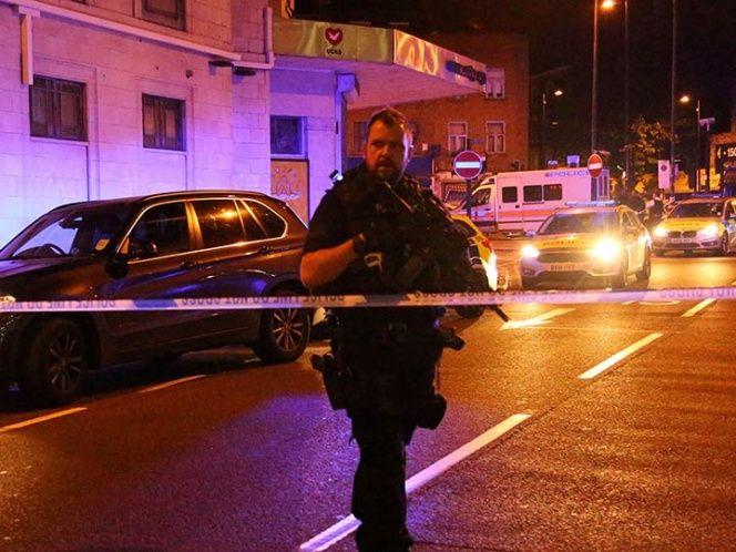 Automóvil atropella a un grupo de adolescentes en Londres