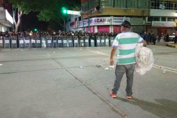 Desalojan a maestros en Chiapas; hay 44 detenidos